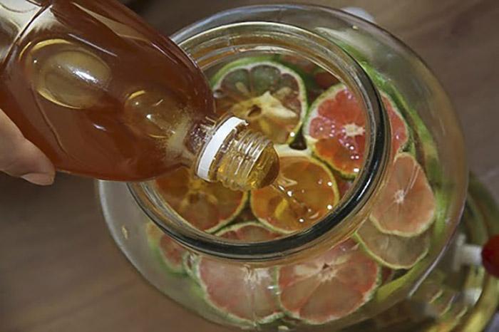 Pha trà từ siro chanh mật ong