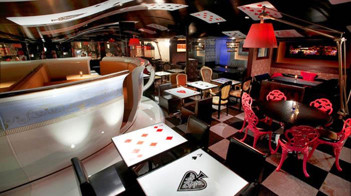 """Cafe """"Alice In Wonderland"""""""