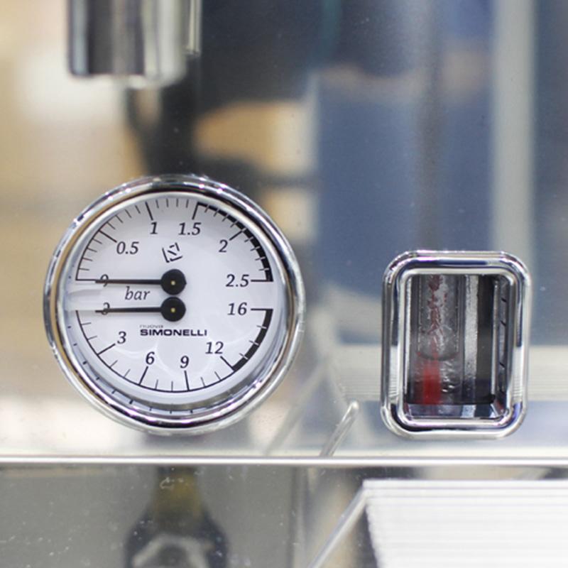 Đồng hồ kép kiểm soát áp suất trên máy pha cafe Nouva Simonelli Apia II